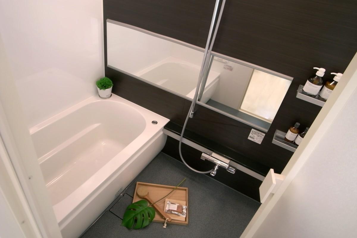 水まわりを大胆に変更しての写真 コンパクトなバスルーム