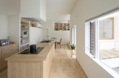 長湫の家/アイランドキッチンとアトリエのある家 (LDK)