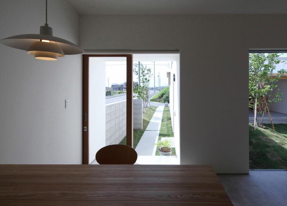 海東の家/地に近い暮らし 中庭が広がる住まい (多目的室)
