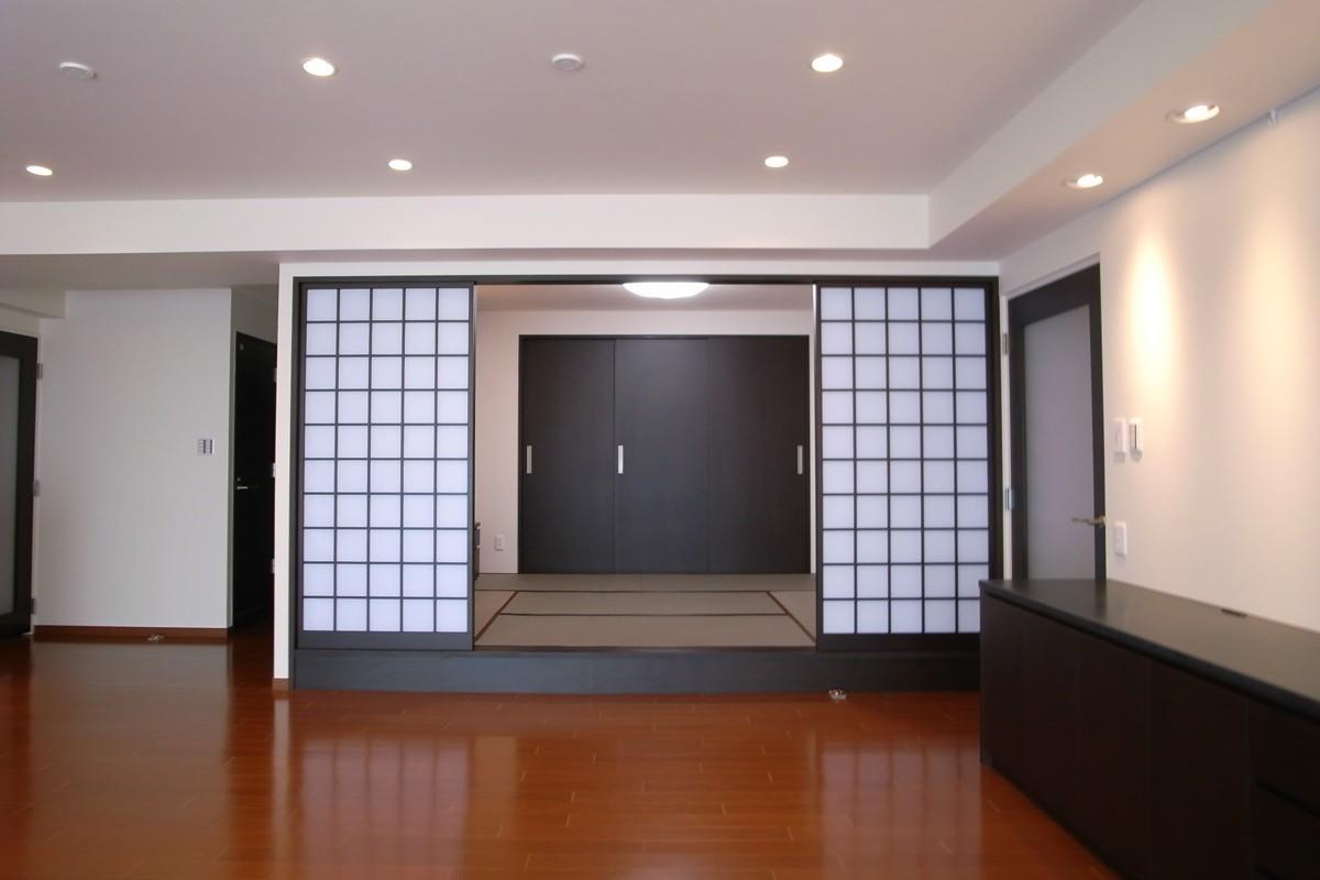 収納も手入れもしやすくの写真 和モダンな和室