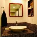 ミッドセンチュリーの家具に合わせた、60's Style提案の写真 洗面台