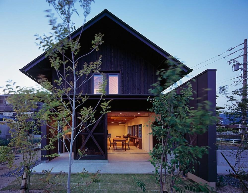 『蒲郡の家』~土間のダイニングキッチンのある家~ (土間テラスのある家の夕景)