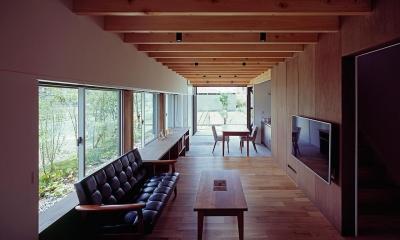 『蒲郡の家』~土間のダイニングキッチンのある家~ (タタミコーナーから土間テラス方向を見る)