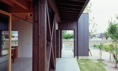 『蒲郡の家』~土間のダイニングキッチンのある家~ (土間テラスへつながるアプローチの門扉)