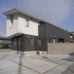 harutaF邸 (こて塗り+タイル貼りの外観)