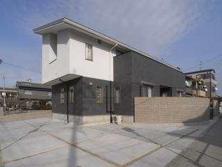 harutaF邸の部屋 こて塗り+タイル貼りの外観