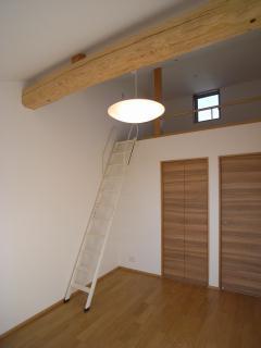harutaF邸の部屋 天窓のあるロフト
