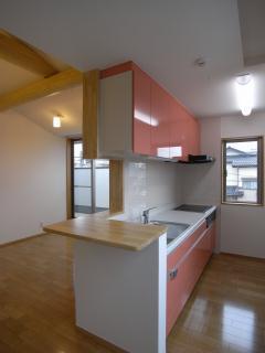 harutaF邸の写真 アクセントカラーのキッチン