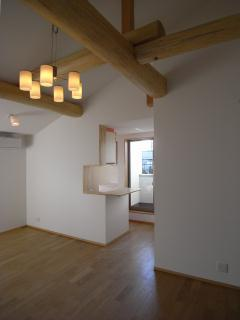 harutaF邸の部屋 開放感のある勾配天井のリビング