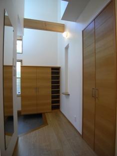 Odo邸の部屋 収納たっぷりの玄関