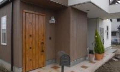 Wak邸 (木を感じる玄関扉)