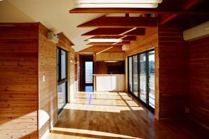 O2邸の部屋 光が差し込み明るい空間