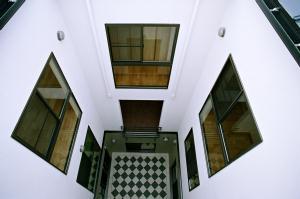 O2邸の部屋 建物中央部にある3層の吹き抜け