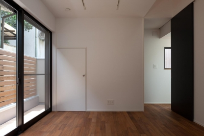 洋室 (黒皮のソファが似合う家:杉並区K様邸)