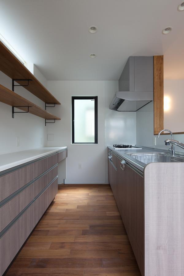 黒皮のソファが似合う家:杉並区K様邸の部屋 キッチン