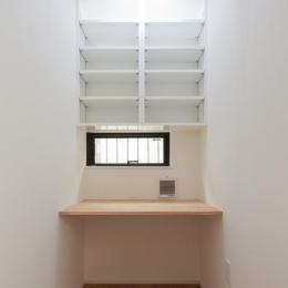 黒皮のソファが似合う家:杉並区K様邸 (デスク)