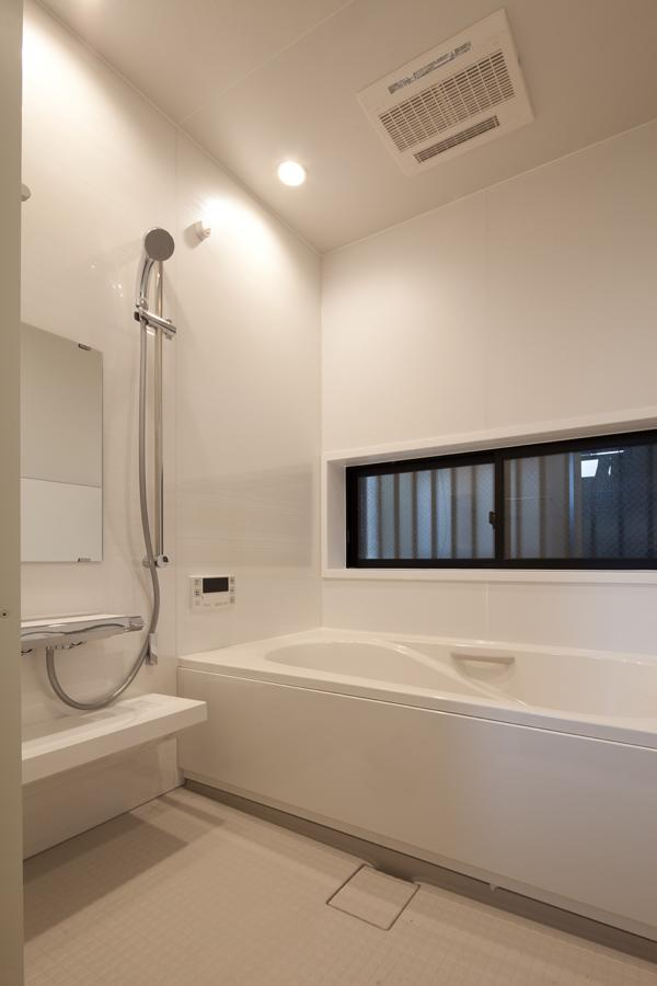 黒皮のソファが似合う家:杉並区K様邸の部屋 浴室