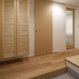 フォルムがユニークでコケティッシュなデザインハウス:杉並区M様邸 (玄関)