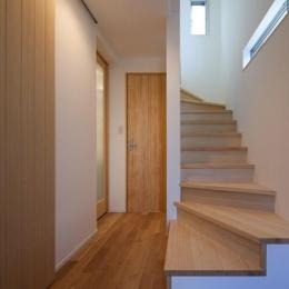 フォルムがユニークでコケティッシュなデザインハウス:杉並区M様邸 (階段)