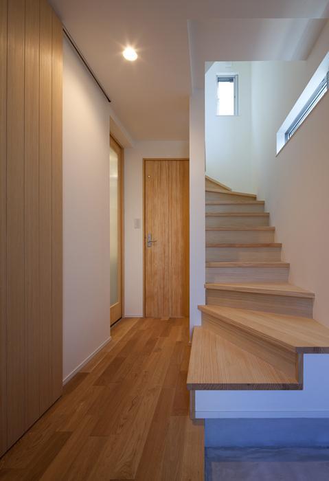 フォルムがユニークでコケティッシュなデザインハウス:杉並区M様邸の写真 階段
