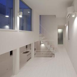 フィルムの美しい階段のある注文住宅:杉並区T様邸