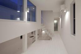 フィルムの美しい階段のある注文住宅:杉並区T様邸 (スキップフロア2)