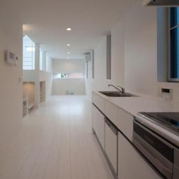 フィルムの美しい階段のある注文住宅:杉並区T様邸 (オープンキッチン)