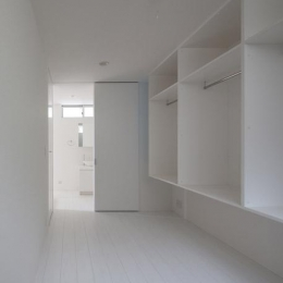 フィルムの美しい階段のある注文住宅:杉並区T様邸 (収納棚)
