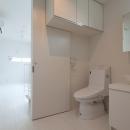 フィルムの美しい階段のある注文住宅:杉並区T様邸の写真 トイレ