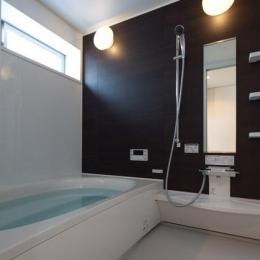フィルムの美しい階段のある注文住宅:杉並区T様邸 (浴室)