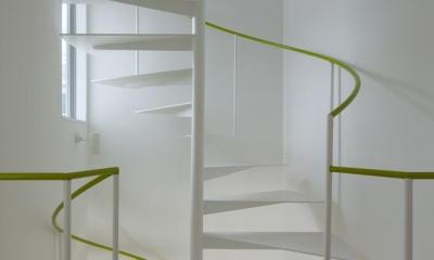 スタイリッシュなデザイン住宅・光の満ちる贅沢空間:杉並区K様邸 (らせん階段)
