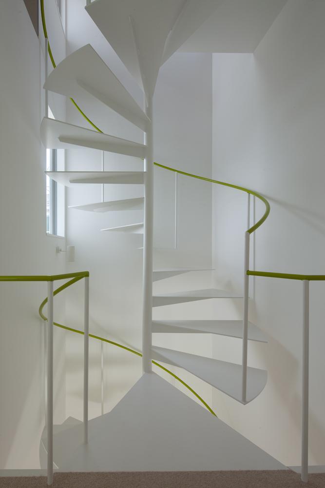 スタイリッシュなデザイン住宅・光の満ちる贅沢空間:杉並区K様邸の部屋 らせん階段