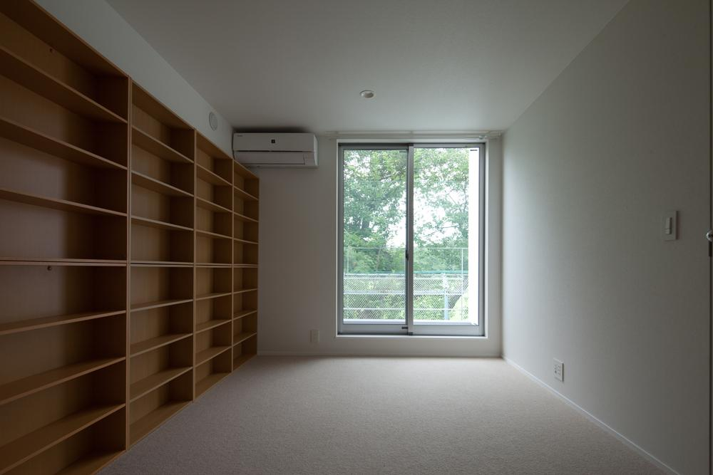 スタイリッシュなデザイン住宅・光の満ちる贅沢空間:杉並区K様邸の写真 洋室 書斎としても