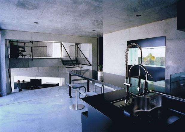 三角敷地の家 (モダンなダイニングキッチン)