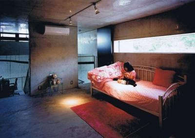 三角敷地の家 (おしゃれな子供部屋)