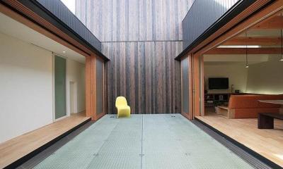 部屋と部屋を繋ぐブリッジ廊下|ロッククライマーの家