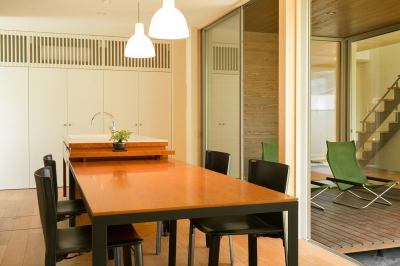 ダイニングテーブル (眺めのいい窓)