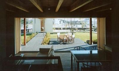 街中のガーデンハウス (開放的な空間)
