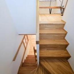 木を感じる階段 (米沢・徳町の家)