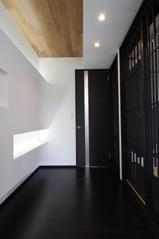 木造注文住宅 開放感あふれる家の写真 モノトーンの空間