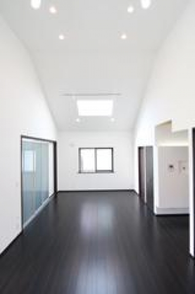 光が差し込むリビングダイニング (木造注文住宅 開放感あふれる家)
