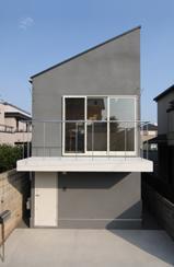 木造注文住宅 片流れ屋根の家 (片流れ屋根のモノクロの住宅)
