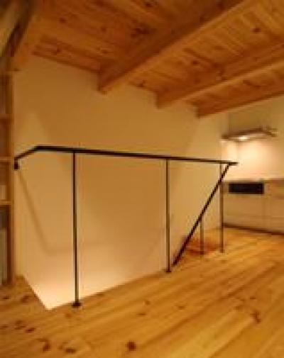 木造注文住宅 片流れ屋根の家 (シンプルな階段の手すり)