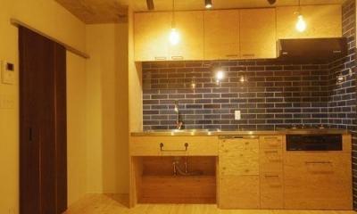 コンクリート現し天井と珪藻土壁のある家