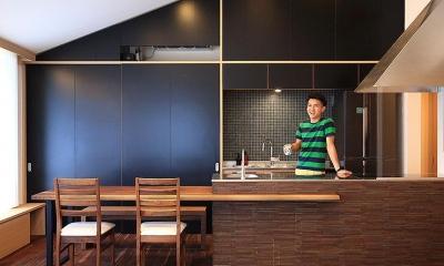 「スキップコア」 ~三世代を結ぶ家~ (ダイニングテーブル付きのキッチン)
