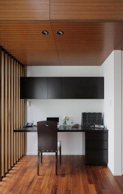 書斎 (洗練された木の空間)