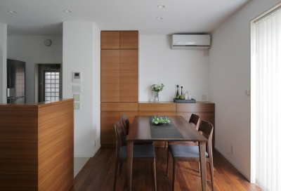 洗練された木の空間 (ダイニング・キッチン)