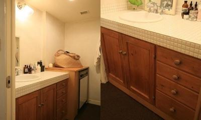 F邸 (木目と白タイルを基調としたカントリー調の洗面台)