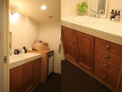 木目と白タイルを基調としたカントリー調の洗面台 (F邸)