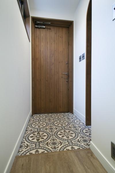 ポルトガルタイルがお出迎えの玄関 (K邸)